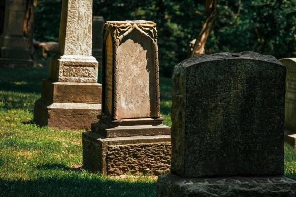 graveyard-in-sun